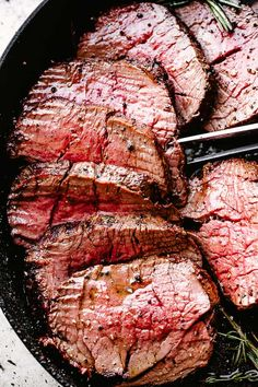 Roasted 4 lb Beef Tenderloin - Easy, no-fuss recipe for the juiciest Roasted Beef Tenderloin you'll ever make! Full of amazing flavor, a garlic and herb crusted beef tenderloin with an easy, no marinating required technique. Easy Beef Tenderloin Recipe, Perfect Beef Tenderloin, Grilled Beef Tenderloin, Roast Beef Recipes, Roast Tenderloin, Pork Roast, Roast Brisket, Food Network, Angus Rind