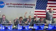 """Image copyright                  Getty Images Image caption                                      Solo estos científicos saben las noches de insomnio que les dio Juno                                """"¡Son el mejor equipo! Acabamos de lograr lo más complicado que jamás haya hecho la NASA!"""", dijo emocionado Scott Bolton, poco después de que la sonda espacial Juno lograra hacer órbita en Júpiter. Y Bolton, el investigador principa"""