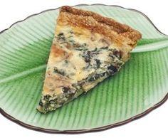 La torta salata di ricotta e spinaci è un perfetto piatto unico. Piace anche a chi non ama molto la verdura, può essere preparato in vista di un pic-nic oppure per accompagnare l'aperitivo se servita a piccoli quadretti.