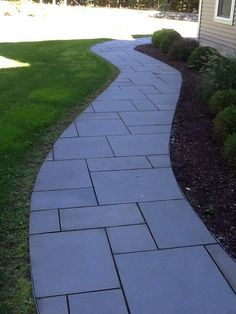 curved bluestone walkway (all blue thermal) Backyard Walkway, Wooded Landscaping, Garden Stairs, Front Walkway, Walkway Ideas, Path Ideas, Backyard Ideas, Paver Patterns, Paving Pattern