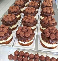 Cake Recipes, Snack Recipes, Dessert Recipes, Junk Food Snacks, Fancy Desserts, Cafe Food, Food Cravings, Mini Cakes, Food Cakes