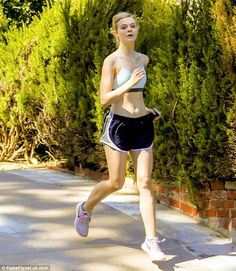 Run it out: Elle Fanning was seen hitting the pavement of Studio City, California, for a run on Friday afternoon Ellie Fanning, Fanning Sisters, Dakota And Elle Fanning, Bicycle Girl, Gym Style, Hollywood Celebrities, Bollywood Actress, Female Bodies, Celebrity Style