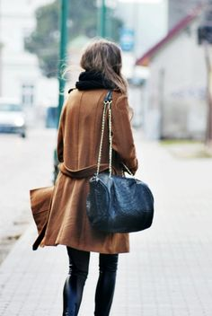 Love the bag and coat - now if only that was a collar and not a scarf...