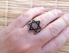 Silver and Black Star of David Seed Beads Ring by EleganceAndFun Seed Bead Patterns, Beaded Jewelry Patterns, Bracelet Patterns, Beading Patterns, Seed Bead Earrings, Ring Earrings, Seed Beads, Beaded Crafts, Jewelry Crafts