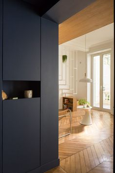 Throughout the apartment original features, including decorative ceiling mouldings and panelled doors, have been retained
