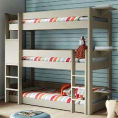 Découvrez le lit superposé à 3 niveaux Dominique, permettant 3 couchages superposés en un seul lit.