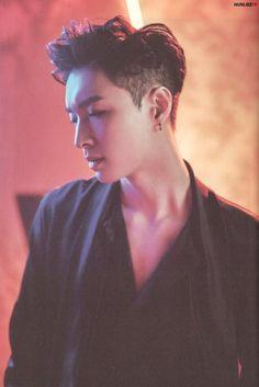 Jesus Christ Lay be smoking ❤️👌 Yixing Exo, Chanyeol Baekhyun, Changsha, Kris Wu, Shinee, Kdrama, Exo Official, Kim Minseok, Xiuchen