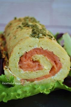 Potato Roll with Smoked Salmon (Hanane Recipes) Potato Dishes, Fish Dishes, Zucchini Ravioli, Salty Foods, How To Cook Fish, Cooking Recipes, Healthy Recipes, Finger Food Appetizers, Salmon Recipes