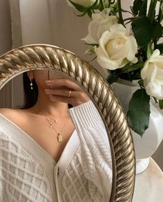 Mom Shares Photo of How the Keto Diet Transformed Her Body After Pregnancy Boujee Aesthetic, Aesthetic Vintage, Aesthetic Photo, Aesthetic Fashion, Aesthetic Pictures, Cute Christmas Outfits, White Christmas Outfit, Foto Casual, Vintage Dior
