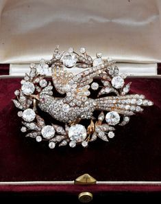 A spectacular antique gold, diamond and ruby brooch, mid to late century. - Reality Worlds Tactical Gear Dark Art Relationship Goals Victorian Jewelry, Antique Jewelry, Vintage Jewelry, Ruby Jewelry, Jewelery, Jewelry Box, Royal Jewels, Crown Jewels, Clean Sterling Silver