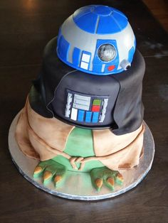Amazing Star Wars Party Cake. See 10 Out of This World Star Wars Party Cakes on www.prettymyparty.com.