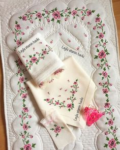 Dog Crafts, Crochet Flowers, Cross Stitch Patterns, Napkins, Embroidery, Instagram, Embroidered Towels, Cross Stitch Embroidery, Embroidery Techniques