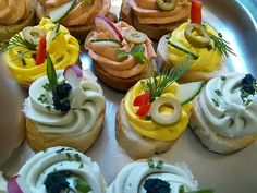 Jednohubky - Mňamky-Recepty.sk No Salt Recipes, Cooking Recipes, Healthy Recipes, Canapes Recipes, Party Finger Foods, Party Buffet, Food Decoration, Appetizers For Party, Food Styling