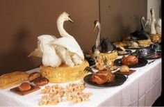 Food History Jottings: A Swan Supper on the Thames (plus taxidermy swans on pie. yum)