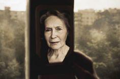 Projeto 'Distant and Close' da fotógrafa Alla Mirovskaya que busca reaproximá-la de sua mãe. #photography #identity #relative