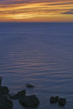 Atardecer. Bahia de San Antonio Abad. Ibiza. Islas Baleares. Spain.   [By Valentin Enrique].