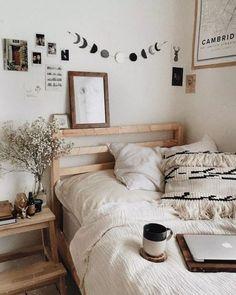 Unique Room Decor Bedroom Boho Minimalist 20 Wonderful Bohemian Minimalist Bedroom Ideas You Have To Bedroom Inspo, Home Bedroom, Modern Bedroom, Cozy Bedroom Decor, Diy Room Decor Tumblr, Bedroom Furniture, Bedroom Inspiration Cozy, Summer Bedroom, Bedroom Small