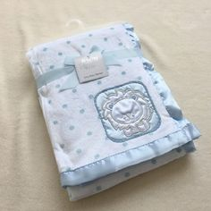 Car Seat And Stroller, Baby Car Seats, Burp Cloth Tutorial, Stylish Baby Clothes, Pregnancy Gifts, Baby Store, Natural Baby, Cloth Diapers, Baby Gear