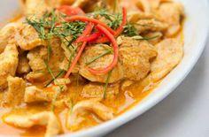 Sauté de porc au curry WW, recette d'un savoureux plat léger de viande parfumé très facile à faire, parfait à servir avec du riz pour un repas léger. Porc Au Curry, Plats Weight Watchers, Weigh Watchers, Thai Red Curry, Food Porn, Food And Drink, Diet, Healthy, Ethnic Recipes