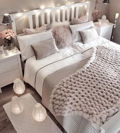 Small bedroom decorating ideas including cozy decor such as faux fur, lots of pillows, blankets, han Dream Rooms, Dream Bedroom, Home Decor Bedroom, Living Room Decor, Girls Bedroom, Bedroom Themes, Bedroom Styles, Bedroom Colour Scheme Ideas, Bedroom Inspo