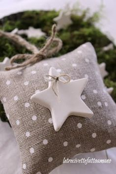 burlap idea (via letrecivette) Nordic Christmas, Christmas And New Year, All Things Christmas, Christmas Time, Christmas Ornaments, Christmas Pillow, Burlap Projects, Burlap Crafts, Holiday Crafts