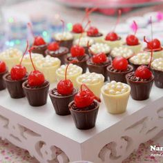 Paletas Chocolate, Chocolate Bark, Homemade Chocolate, Wedding Sweets, Dessert Cups, Baking And Pastry, Food Cravings, Love Is Sweet, Caramel Apples