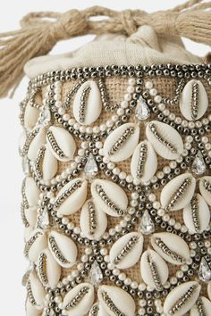 1 million+ Stunning Free Images to Use Anywhere Diy Fashion, Fashion Bags, Clutch Bag, Crossbody Bag, Potli Bags, Basket Bag, Beaded Bags, Shell Crafts, Summer Bags