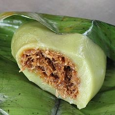 27 Malaysian Street Foods You Need To Eat In This Lifetime - Asiatische rezepte Kokos Desserts, Coconut Desserts, Asian Desserts, Asian Recipes, Malaysian Cuisine, Malaysian Food, Malaysian Recipes, Asian Cooking, Easy Cooking