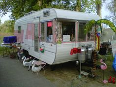Mobile Mansions Over 22 - Vintage Camper Trailers Old Campers, Vintage Campers Trailers, Camper Trailers, Happy Campers, Tin Can Tourist, Trailer Tent, Classic Campers, Camping Glamping, Camping Style