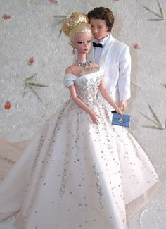 Crystal Couple - Donated to the 2004 Barbie National Convention in Chicago , and bidded at the Silent Auction for $2500, this is our first couple set, with a silkstone couple. She wears a wide white taffeta dress with more than 3000 real swarovski crystals and beads to cover her stardust outfit. he wears a white tuxedo. They both received a full facial repaint with professional colors. All accessories are handcrafted by or for Magia2000.