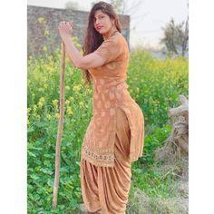 Punjabi Suit Neck Designs, Patiala Suit Designs, Neck Designs For Suits, Indian Actress Images, Indian Girls Images, Punjabi Dress, Punjabi Suits, Desi Girl Image, Beautiful Women Over 40