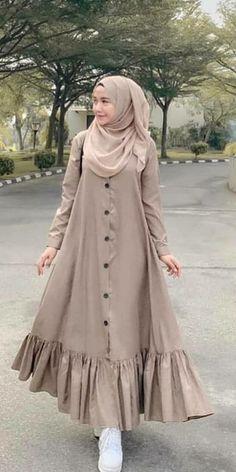 Gamis Modern Hijab Fashion, Muslim Women Fashion, Hijab Fashion Inspiration, Islamic Fashion, Frock Fashion, Abaya Fashion, Fashion Outfits, 70s Fashion, Winter Fashion