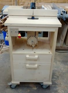 Router table with homemade tilting lift Used Woodworking Tools, Router Woodworking, Wood Tools, Woodworking Patterns, Woodworking Projects, Diy Router, Router Lift, Wood Router, Router Table Plans