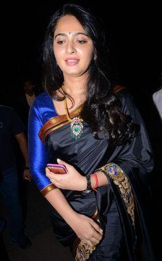 Anushka Shetty Photos In Black Saree at Filmfare Awards South 2016
