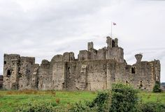 Middleham Castle Coverdale. Richard Iii, Barcelona Cathedral, My Dream, Places Ive Been, Castle, Europe, Travel, Places, Hipster Stuff