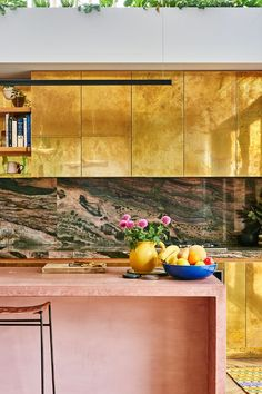 Kip & Co's co-founder Alex Van Der Sluys and her spectacular gold kitchen cabinets! Stone Kitchen, Kitchen Dining, Kitchen Decor, Kitchen Soffit, Natural Kitchen, Kitchen Cabinets, Deco Cool, Classic Kitchen, Melbourne House