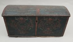 Trunk [1973.008.054]  (Front)