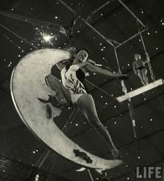 """The Circus Girls from Life Magazine, shot by the acclaimed photographer Nina Leen in we find our sassy subculture of circus girls in Sarasota, Florida, dubbed """"the home of the American circus"""". Old Circus, Circus Art, Night Circus, Dark Circus, Circus Show, Vintage Circus Photos, Vintage Photographs, Vintage Circus Performers, Vintage Images"""