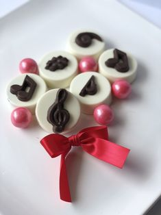 Your place to buy and sell all things handmade Chocolate Covered Oreos, Chocolate Frog, Chocolate Gifts, Chocolate Cookies, Music Themed Parties, Treble Clef, Music Gifts, Musical Theatre, Cookie Gifts