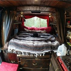 Small shelves along the top Vivre Dans Un Van, Bus Life, Camper Life, Rv Campers, Truck Camper, Vw T5, Motorhome, Van Camping, Camping Gear