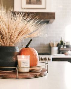 If you're looking for simple fall kitchen decor ideas, this post is full of them! From decorative trays to wreaths, garlands, and more, there is plenty here to inspire. Fall Home Decor, Autumn Home, Fall Kitchen Decor, Fall Apartment Decor, Kitchen Tray, Autumn Decor Living Room, Fal Decor, Home Decor Ideas, Kitchen Island Centerpiece
