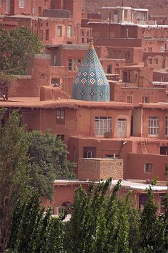 Abyaneh et son sanctuaire - Iran Santuario in Abyaneh - Iran Brunei, Islamic World, Islamic Art, Shiraz En Iran, Voyage Iran, Supreme Leader Of Iran, Iran Girls, Rainbow Island, Iran Tourism