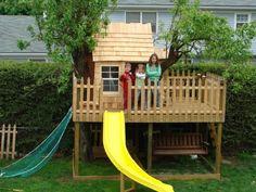 baumhaus-für-kinder-mit-einer-rutsche- in gelber farbe - Baumhaus bauen – schaffen Sie einen Ort zum Spielen für Ihre Kinder!