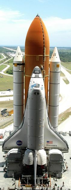 NASA Space Shuttle poised for launch. Air Space, Deep Space, Cosmos, Mars Mission, Nasa Space Program, Space And Astronomy, Hubble Space, Space Race, Space Shuttle