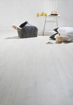 We gaan een lichte nieuwe vloer leggen ivm schade aan de oude (en behoefte aan een mooie lichte vloer) bijvoorbeeld Praxis | Quick-Step laminaat Moderato Belmont eik wit, alleen willen we pvc