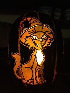 Scary black cat pattern by Stoneykins. Carved on a real pumpkin by WynterSolstice. 2015.