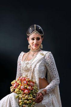 Sari Wedding Dresses, Bridal Sari, Designer Wedding Dresses, Indian Bridal, Bridal Dresses, Wedding Sarees, Red Wedding, Wedding Bride, Sri Lankan Wedding Saree