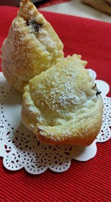 Tortello dolce di pasta sfoglia  http://blog.cookaround.com/jotrazuccheroecannella/tortello-dolce-pasta-sfoglia/
