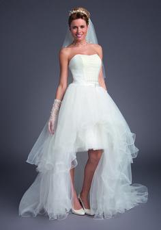 Robe de mariée Risette et traine Collection Bella 2016 La robe de mariée  courte est la robe Risette 62cc686bca5