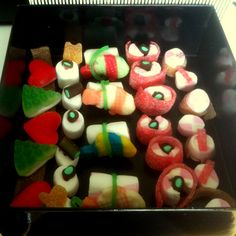 Hoy nos hemos despertado dulces y tenemos para picar sushi... de gominolas! Os invitamso a probarlo! #sushi